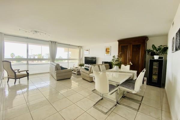 30 m² Seafront apartment